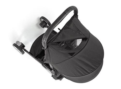 Hood UV50+大型日よけ 赤ちゃんの様子を見られる窓付きフード UV50+のフード※1 ※1UV50+=UPF50+ UPFはオーストラリアの規格で、紫外線防御指数を表します。